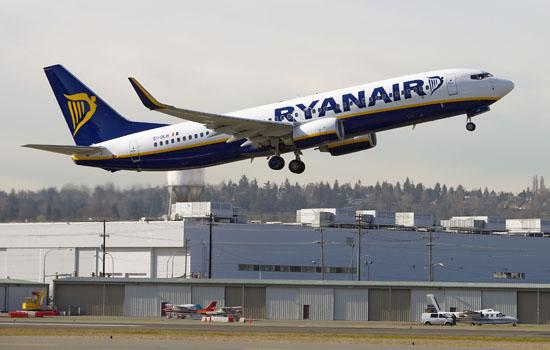 Ryanair_stewardess_calendar04jpg