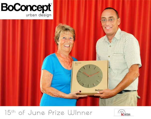 Jennifer receiving her 365Connections prize from our Commercial Director Alan Tink